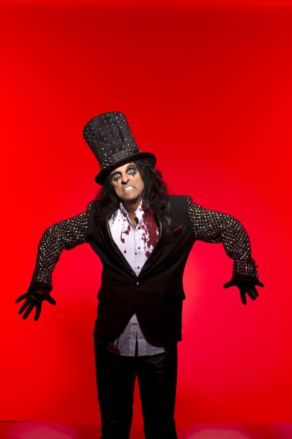 11-15_Alice_Cooper_promo_by_Ross_Halfin_copy